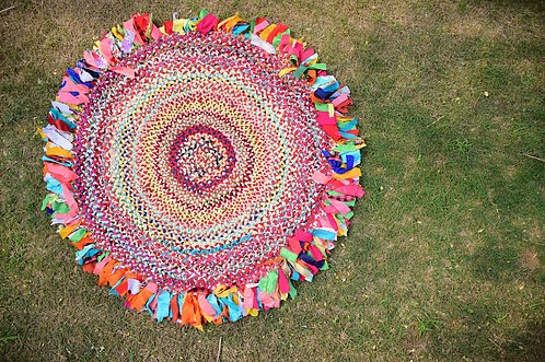 Beautiful and colourful rugs made of cloth waste and many more green upcycled products bought to you by Upcycling Artist